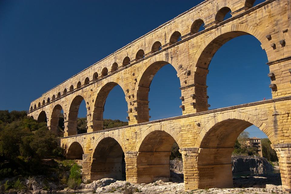 Arcos del Pont du Gard de cerca